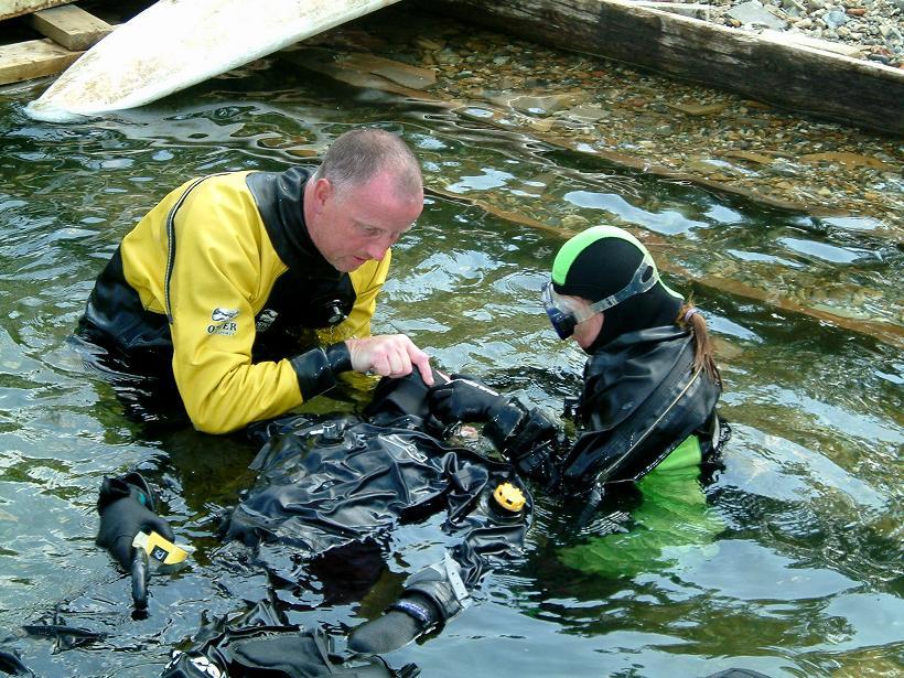 Behandlung eines verunfallten Tauchers im Flachwasser mittels künstlicher Beatmung